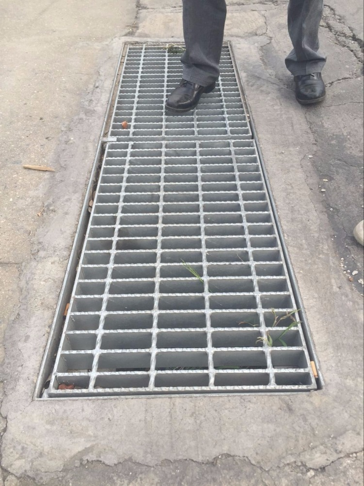 galvanized steel road drain trench grating