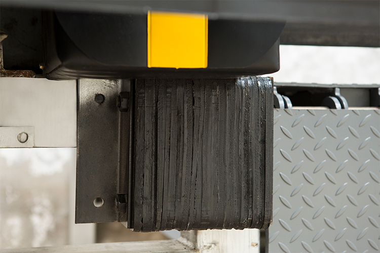 Quảng châu xe nâng 15 tấn thủy lực xe tải di động hàng hóa tải đoạn đường nối dock nắn đối với bán sân đoạn đường nối văn phòng phẩm dock nắn