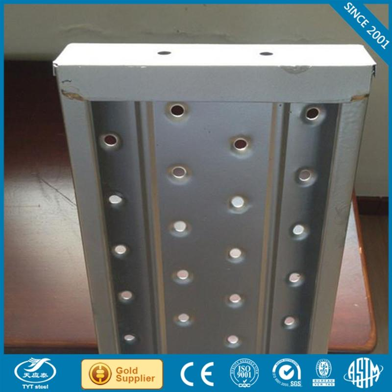 Manufacturer board retaining coupler with high quality construction
