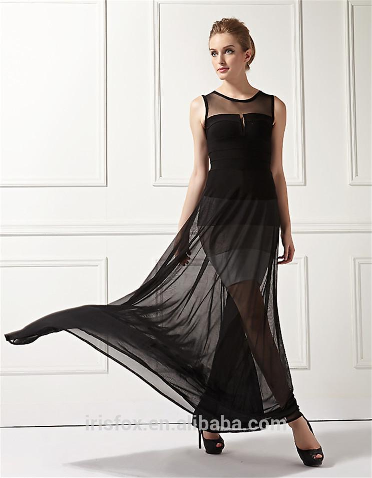 Sonar con vestido negro transparente