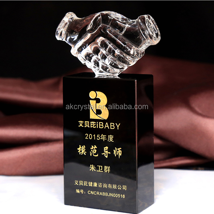 Unique design carved k9 crystal shaking hand trophy from manufacturer