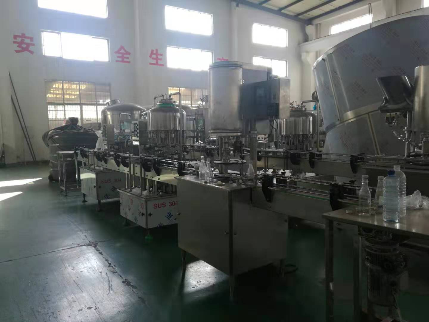 liquid filling machine.jpg