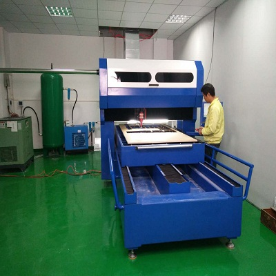 2018 China manufacture 300W fiber <strong>laser</strong> die cutting machine for 18mm plywood