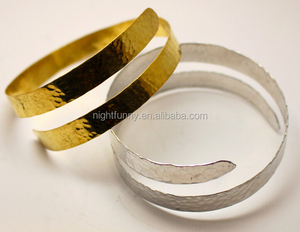 Hammered Arm Band - Upper arm cuff - Statement Bracelet made of brass, aluminium or silver