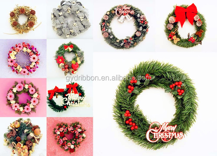 Pinecone Mixed Red Berry Christmas Wreath With golden leaves/Indoor illuminated christmas PINECONE decorations with LED lights
