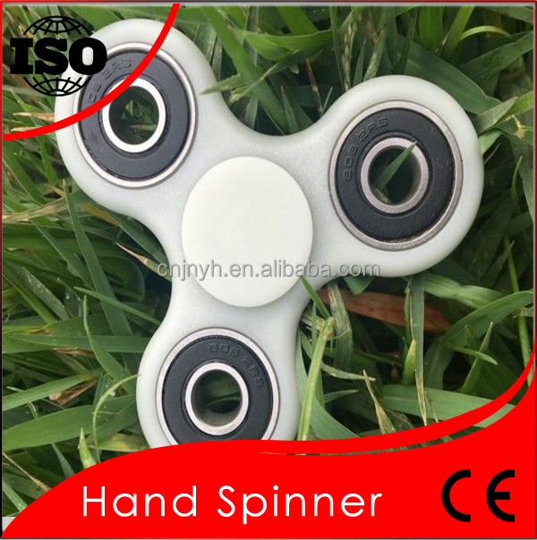 Hot selling EDC fidget hand spinner with ceramic 608 bearing black white green yellow red color