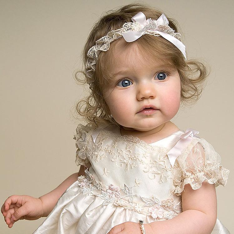 0 1 ya bebek elbise beyaz ve uzun dantel bebek k z d n elbise ile resimler bebek elbiseleri. Black Bedroom Furniture Sets. Home Design Ideas