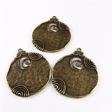 Antique Style Bronze Ancient Tone Round Shaped Alloy Charm Pendants Crafts Jewelry Accessory Finding Charms