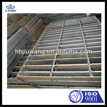 Common banded end steel grating
