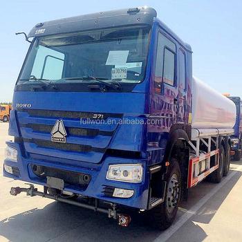 HOWO 4*2 12,000 Liters Heavy Sewage Suction Truck , White