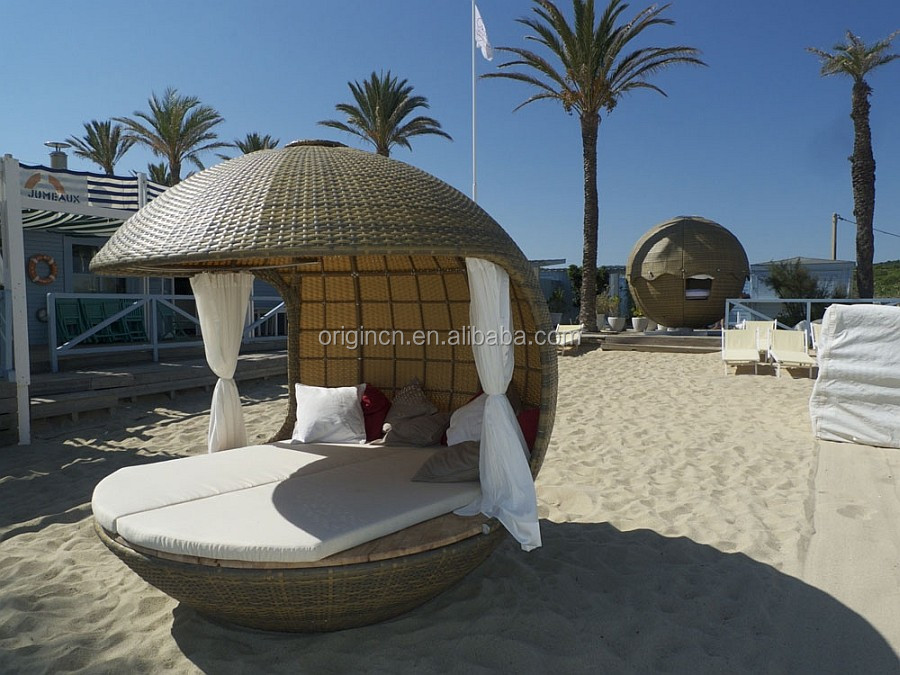 Tropical Round Cocoon Shaped Outdoor Sunbed With Rattan