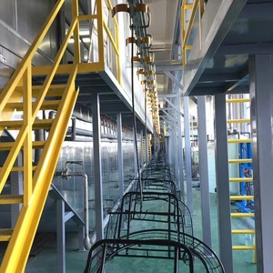 Powder coating line equipped with spraying pretreatment