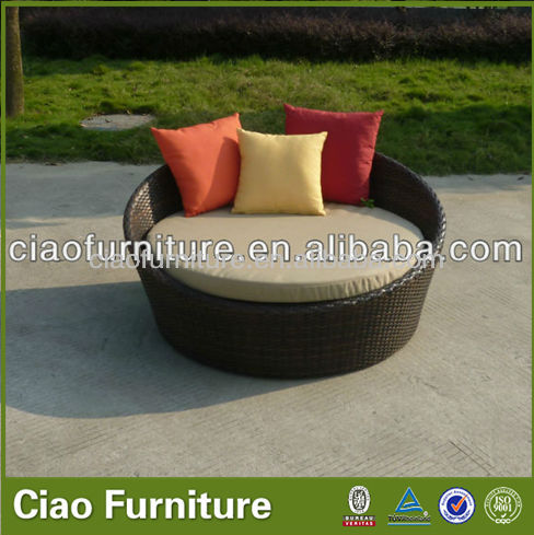 Aluminum rattan outdoor round sofa with cushion and pillow