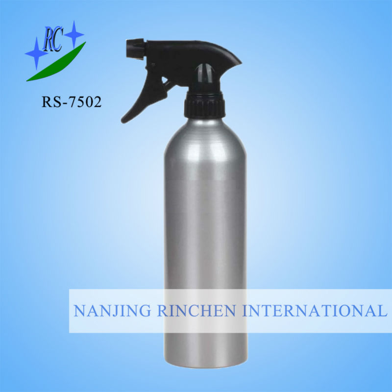 Aluminum spray bottle with epoxy resin layer