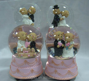 custom wedding souvenirs resin water globe for sale
