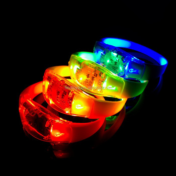 factory wholesale led glow in the dark stretchy bangle silicone led bracelet watch