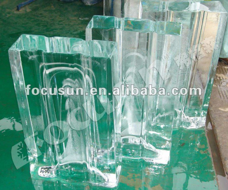 Block ice machine producing transparent, clear blocks ice