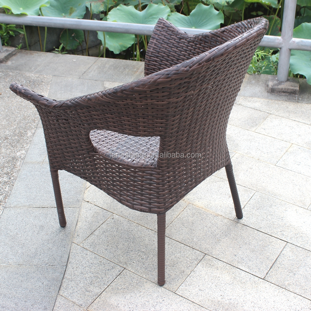 Mesas mimbre juego mesas y sillas de mimbre oversized for Conjunto rattan barato