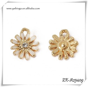 Enamel Daisy Charms, , White Flower Charms, Charms for Jewlery Making simple pendant design ZX-A25409