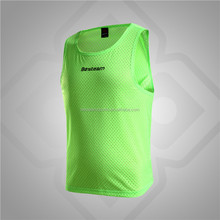 Design your own lightweight breathable mesh soccer bibs football training vests