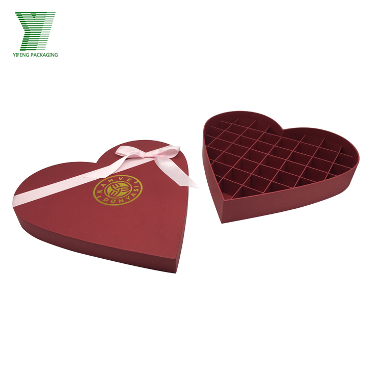 Customized heart-shaped cardboard hear-shaped chocolate gift box with ribbon bowtie