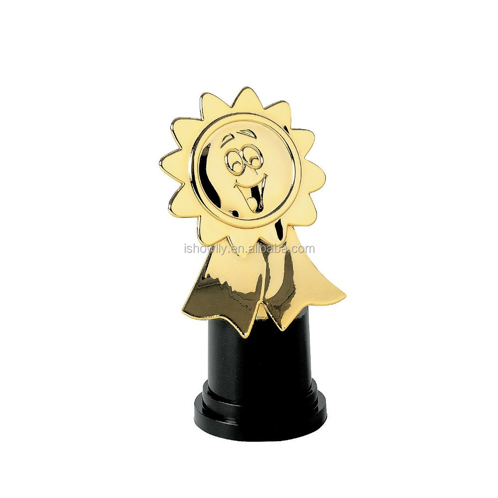 2017 Cheap World Cup Trophy Award Statue Jumbo Gold Assembled Personalized Customized Plastic Fantasy Football Trophy Souvenirs