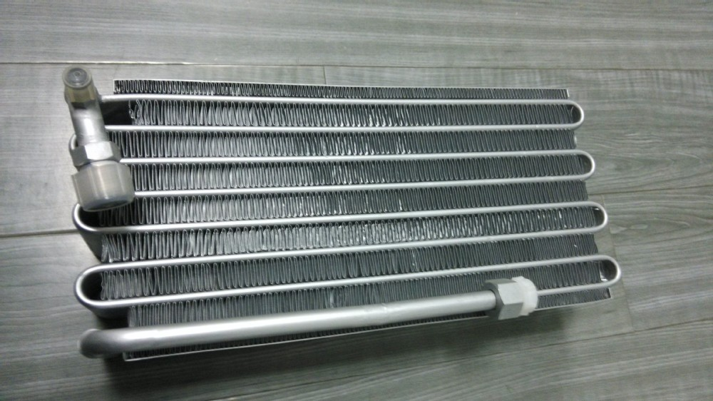Auto Air To Water Microchannel Heat Exchanger For Car Air