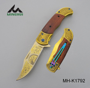 Retro flower tendril and eagle pattern high quality folding knife with wood handle