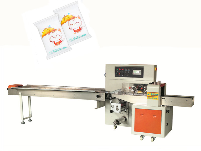 Non-woven clothes wipes packaging machine pillow type with punch hole