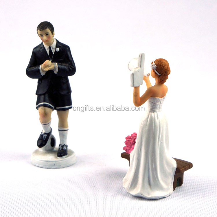 Hot Sell Football Game Bride And Groom Figurines Resin Cake Topper