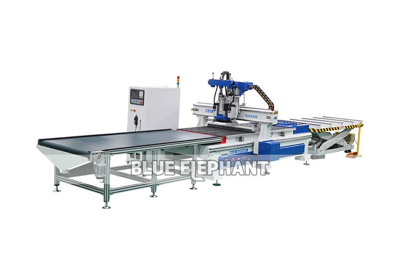 Auto Feeding CNC Router 1325 Wood Cutting Machine Carved Wood Kitchen Cabinet Doors