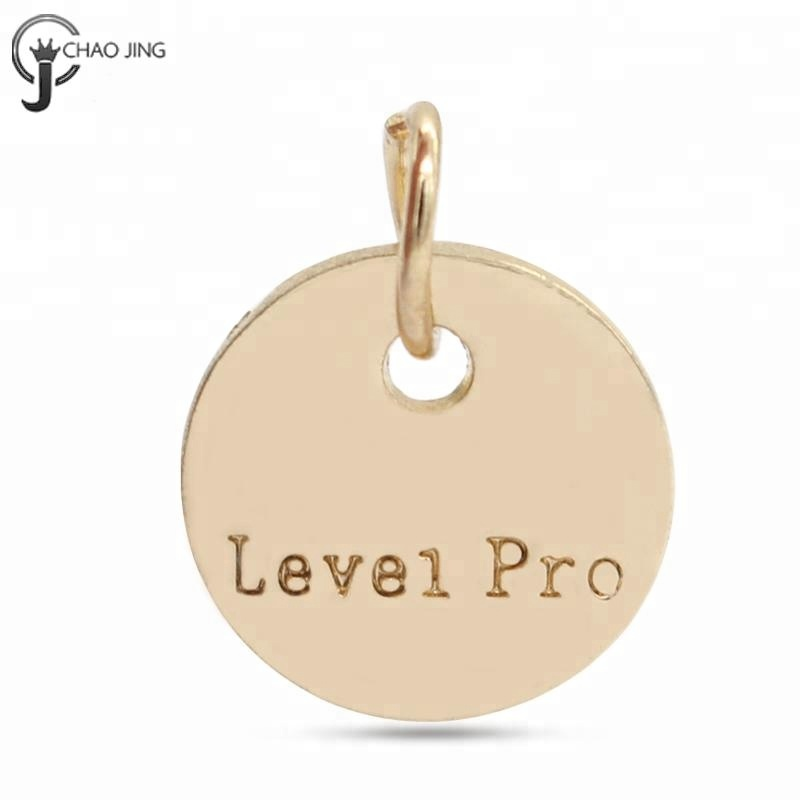 Wholesale custom letter engraving zinc alloy round gold charm and <strong>pendants</strong>