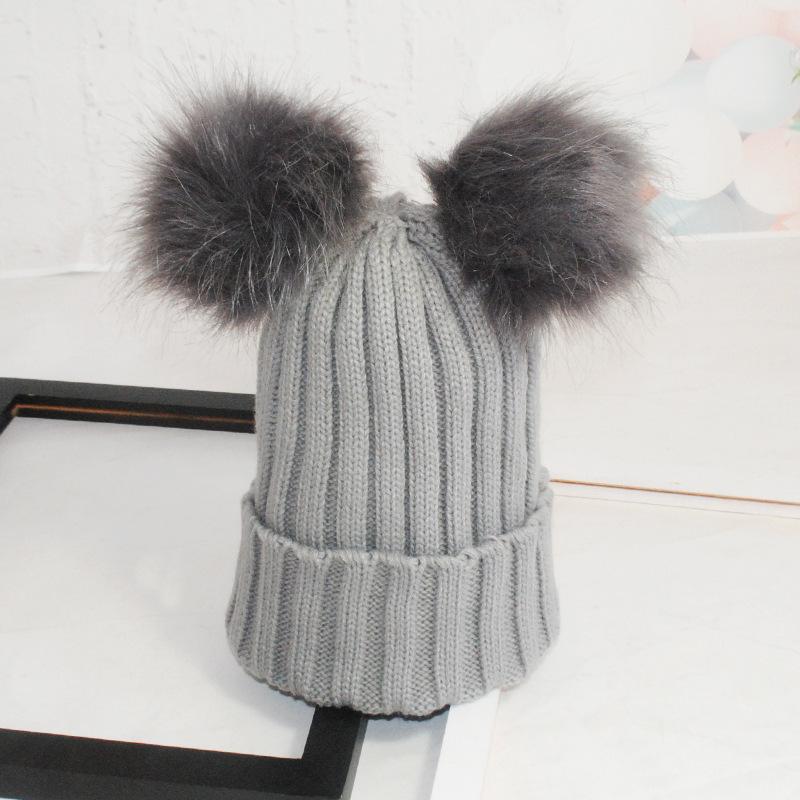 Yeni ürünler jakarlı kap ve eşarp düz renk örme kap şapka ile çift kürk topu bebek ve anne için