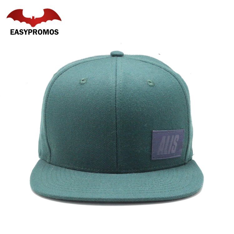 China Wholesale Customize Dark Green Snapback Hats with Leather Patch Caps