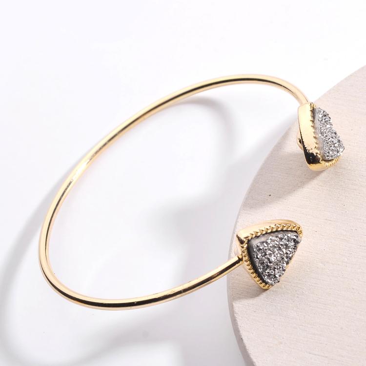 b792a82810fe Las mujeres las niñas nativo americano pulseras de brazalete de resina  druzy piedra triángulo geométrico de