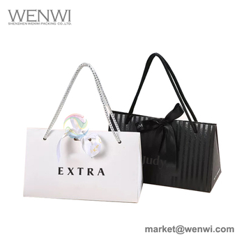 Fashion China Baby Small Black Gift Paper Packaging Bag Manufactures
