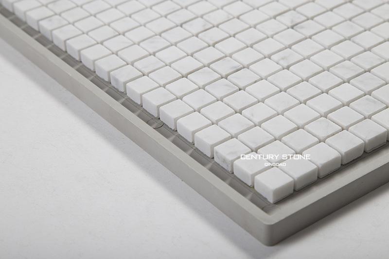 Regular pavimento di piastrelle di pietra di marmo a mosaico