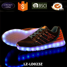 Chaussures lumineux mens led <span class=keywords><strong>scarpe</strong></span> Traspirante flywoven Modo di ricarica USB luce up <span class=keywords><strong>scarpe</strong></span>