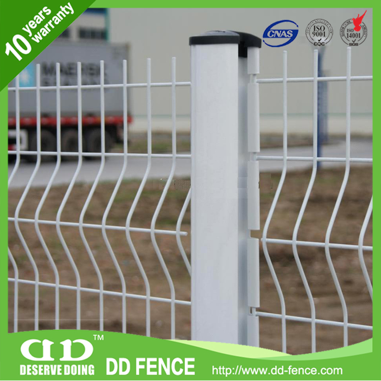 The most trusted 3d curved / v-fold welded wire mesh fence