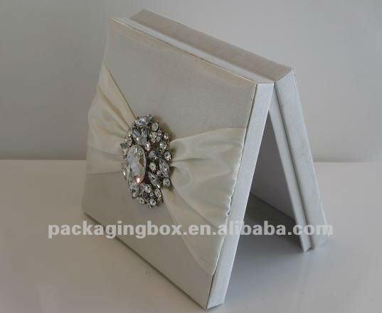 Boxed Wedding Invitations Wholesale: Großhandel Hochzeit Seide Einladung Boxen-Karton-Produkt