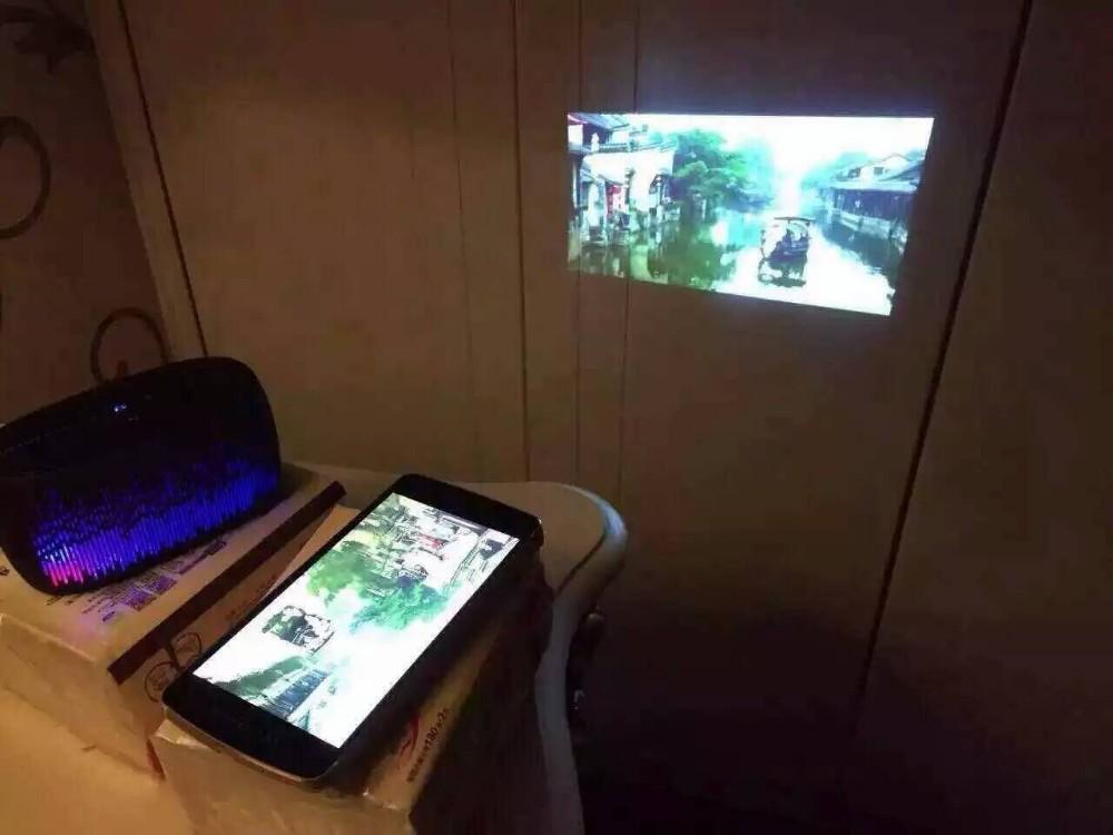 Handheld projector