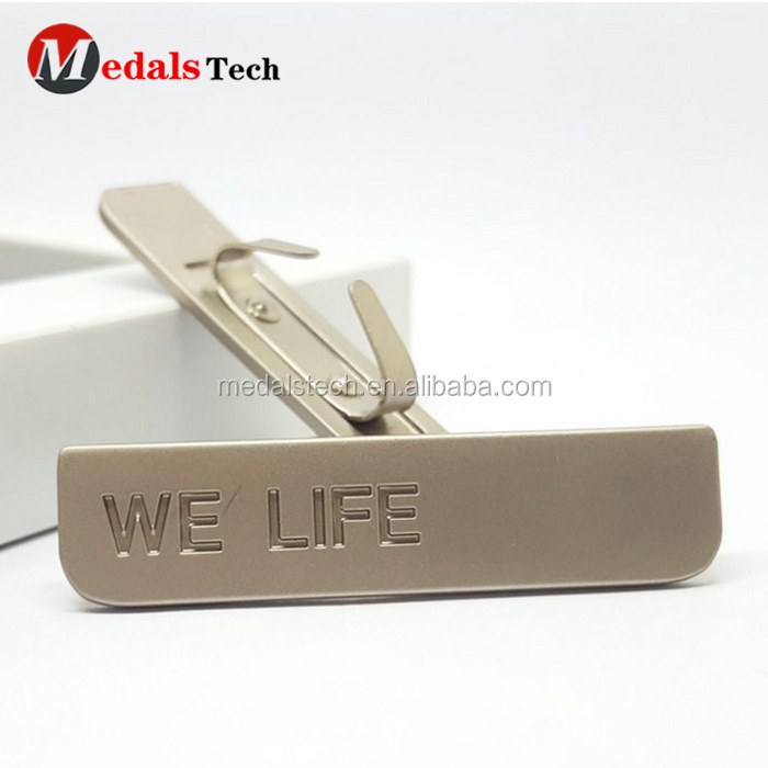 Wholesale custom fashion design brand engraved metal logo label tag for handbags
