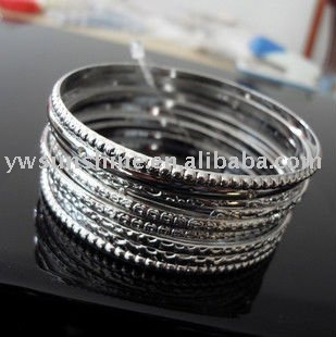 Metal jewellery bangles set