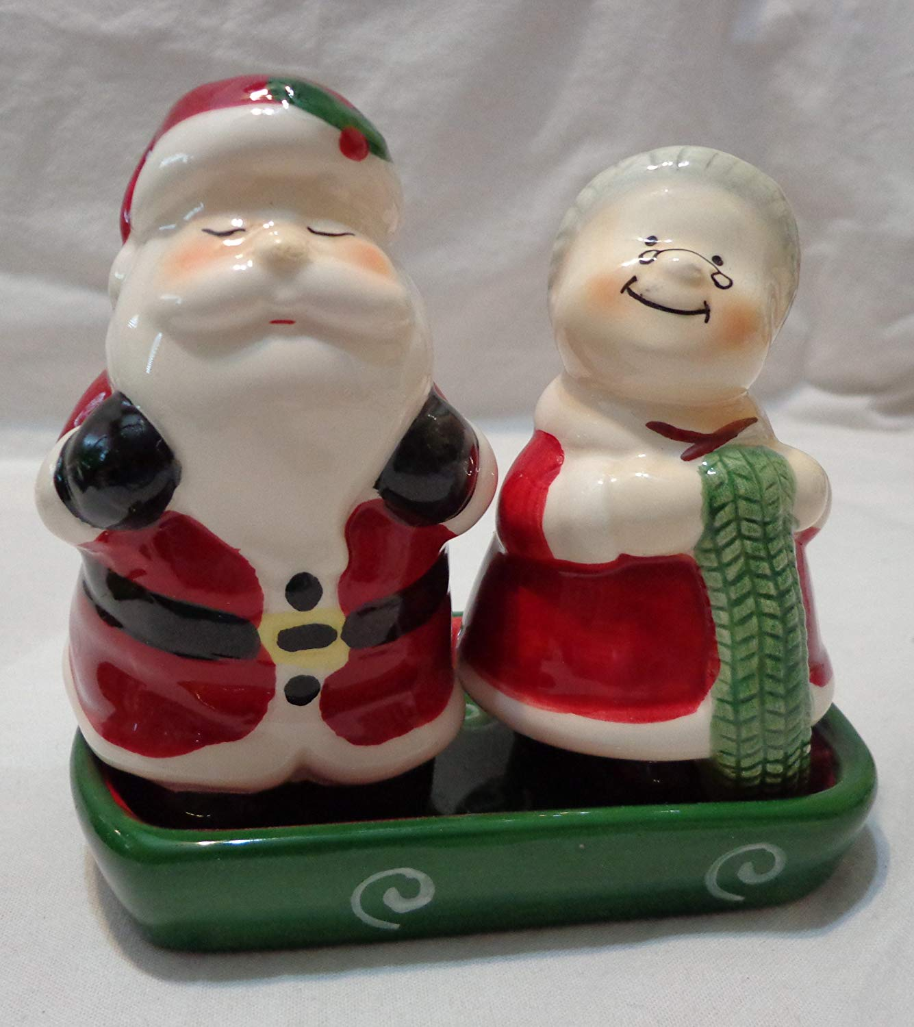Publix, Mr & Mrs Claus Christmas Ceramic Salt & Pepper Shaker Set with Matching Tray, 4 Inch Figures