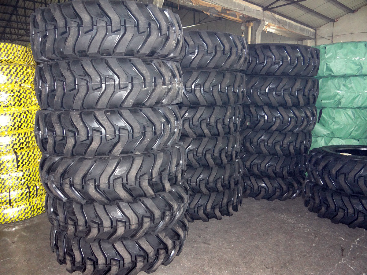 industria backhoe tire 19.5L-24