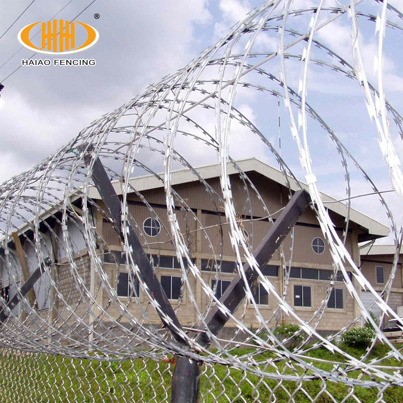 Sharp Razor Barbed Wire Fencing Equipment For Italy - Buy Razor ...