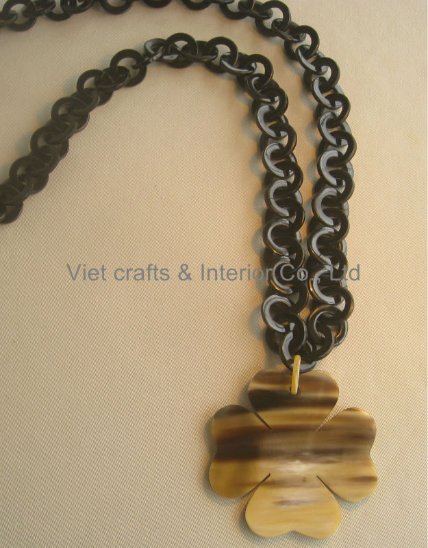 Black Horn Link Chain Necklace With Clower Pendant
