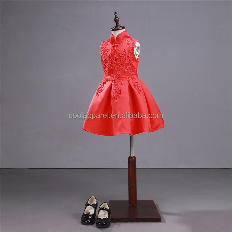 Robe rouge gros noeud