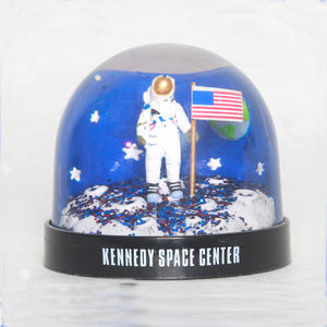 Cheap plastic water globe aerospace snow globe