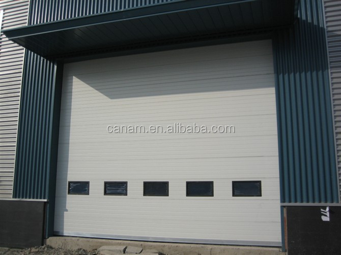 Automatic industrial overhead door with sectional panel